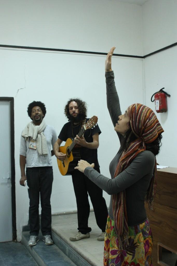 Enquanto Aline Candia conta, eu e Chicó do Céu cantamos. Foi bárbaro!